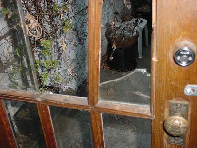разбилось стекло нужна замена разбитого стекла в межкомнатной двери